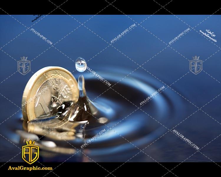شاتراستوک سکه در آب رایگان