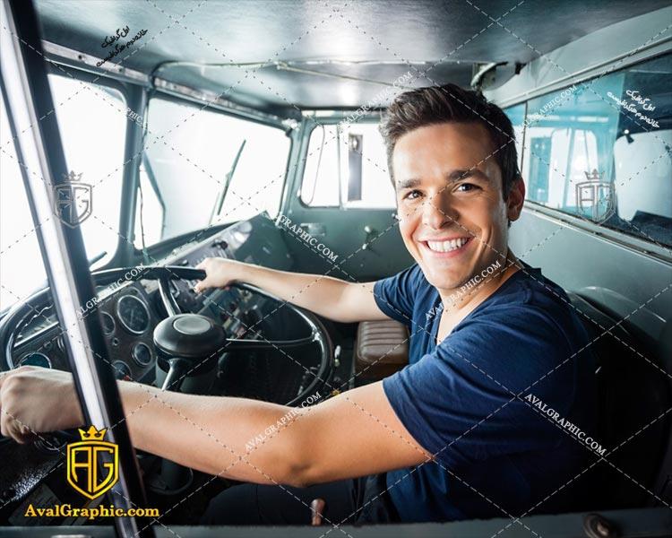 عکس با کیفیت راننده آتش نشانی مناسب برای طراحی و چاپ - عکس راننده - تصویر راننده - شاتر استوک راننده - شاتراستوک راننده
