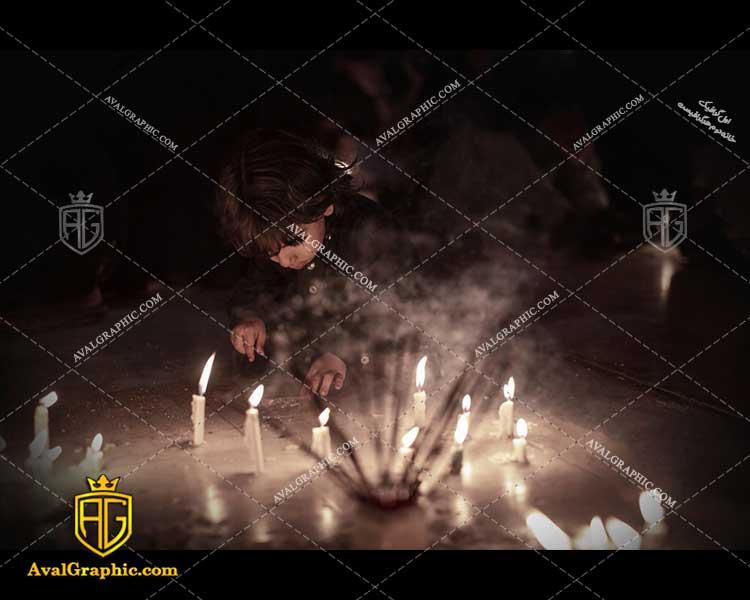 عکس با کیفیت پسر بچه و شمع شام غریبان مناسب برای طراحی و چاپ - عکس شام غریبان - تصویر شام غریبان- شاتر استوک شام غریبان- شاتراستوک شام غریبان