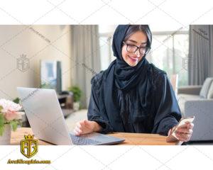 عکس با کیفیت دختر با حجاب و گوشی مناسب برای طراحی و چاپ - عکس دختر با حجاب -تصویر دختر با حجاب - شاتر استوک دختر با حجاب - شاتراستوک دختر با حجاب