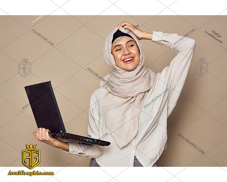 عکس با کیفیت خانم با حجاب و لپ تاپ برای طراحی و چاپ - عکس خانم با حجاب - تصویر خانم با حجاب - شاتر استوک خانم با حجاب