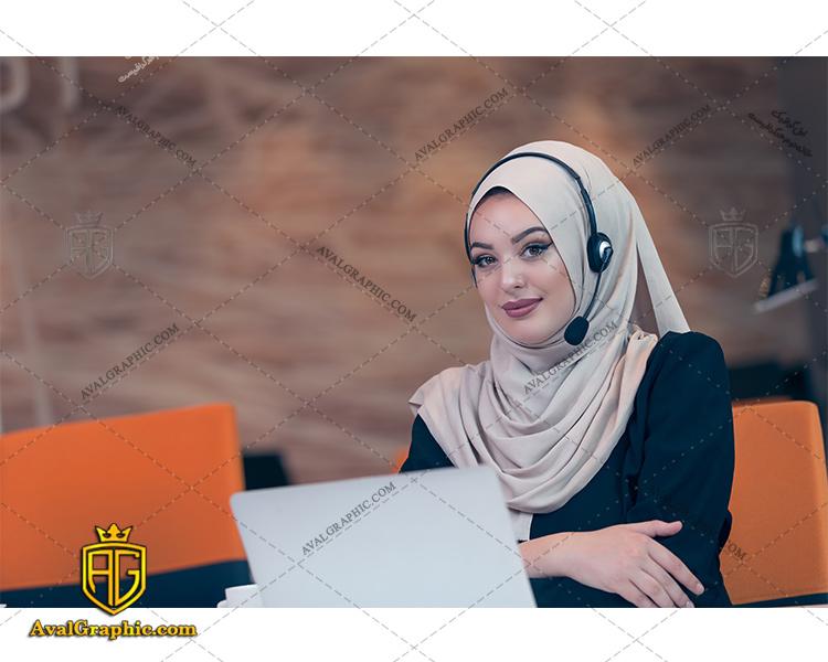 عکس با کیفیت خانم پشتیبان با حجاب مناسب برای طراحی و چاپ - عکس خانم پشتیبان - تصویر خانم پشتیبان - شاتر استوک خانم پشتیبان
