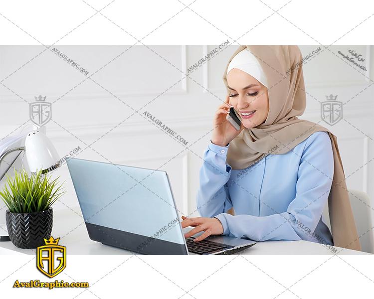 عکس با کیفیت خانم پشتیبان آبی پوش مناسب برای طراحی و چاپ - عکس خانم پشتیبان باحجاب - تصویر خانم پشتیبان - شاتر استوک خانم پشتیبان با حجاب