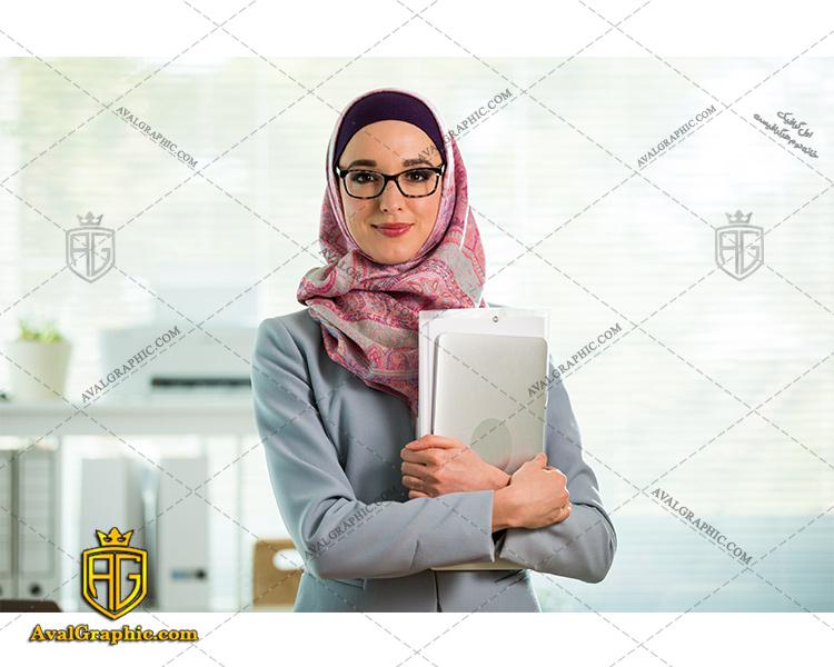 عکس با کیفیت خانم باحجاب با عینک مناسب برای طراحی و چاپ - عکس خانم باحجاب - تصویر خانم باحجاب - شاتر استوک خانم باحجاب