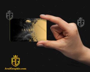 موکاپ کارت ویزیت دور گرد در دست